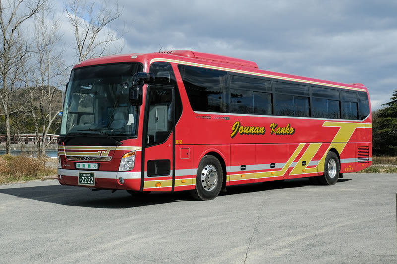 Medium-size Saloon Bus