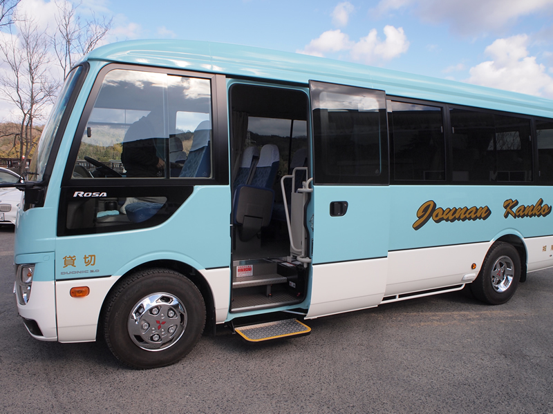Transfer bus (school bus and hotel shuttle bus)